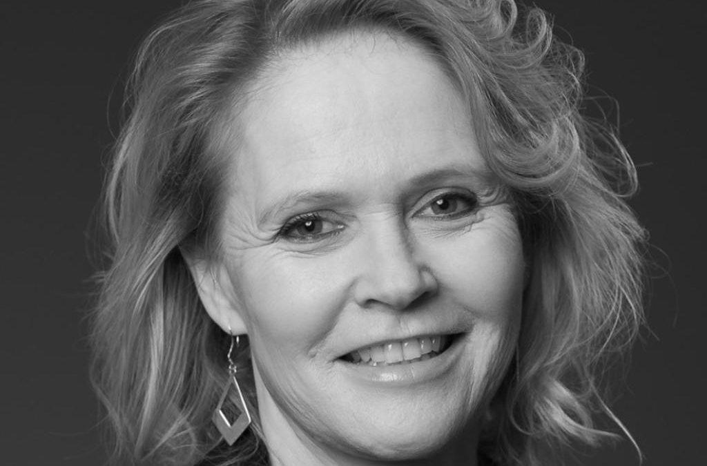 Christine Heeger presents Toastmasters International to RC Tervuren